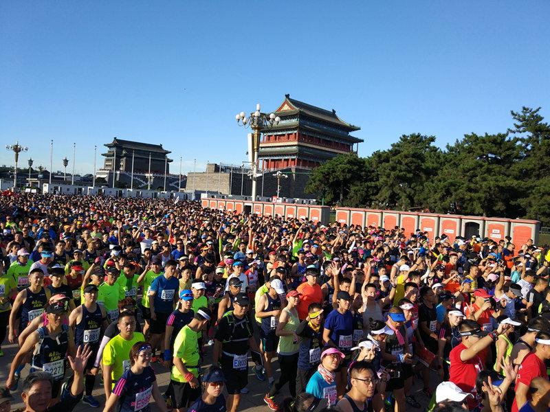 壮观!北京马拉松正式开跑
