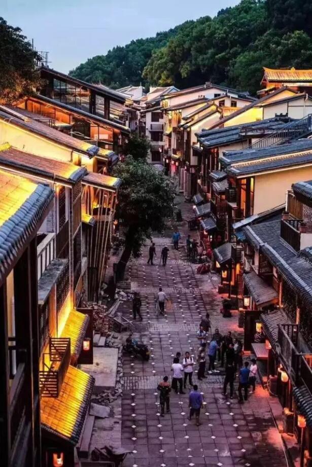 国庆佳节打卡千年老街 黄桷垭或将成为重庆旅游新网红
