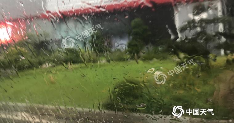 国庆长假最后一日返城路上或有雨水搅局 市民驾车须谨慎慢行