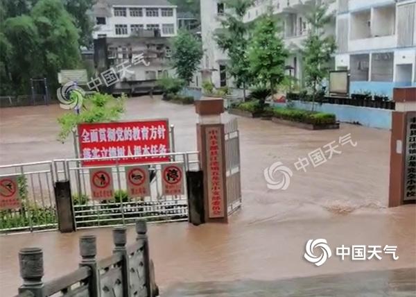 重庆上百个雨量站遭遇大暴雨 今天东南部局地仍有暴雨