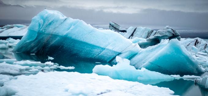 """南极洲""""世界最大冰山""""解体"""