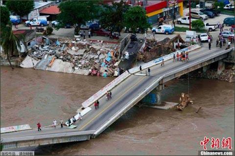 墨西哥两场风暴已造成130人遇难 68人下落不明