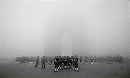 印度新德里被雾霾笼罩 PM2.5高达824 -首页-中国天气网</TITLE><META http-equiv=C