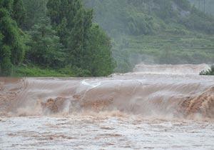 重庆忠县暴雨致山体滑坡 山洪暴发