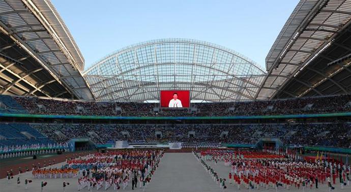 8月31日,伴随向天而立的圣火熊熊点燃,第12届全国运动会正式拉开帷幕,开幕式精彩纷呈。