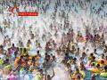 2017年7月22日,江苏南京,高温恰逢周末,众多市民来到水魔方水上乐园嬉水纳凉。(来源:视觉中国 未经授权 请勿转载)