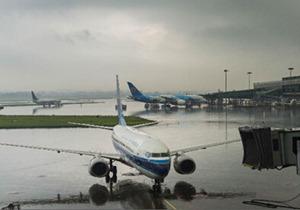 暴雨致广东机场数百航班取消