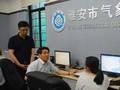 郑国光三赴雅安地震灾区与气象职工座谈