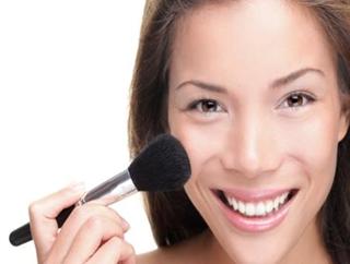 天天化妆如何能不伤皮肤