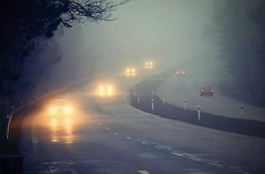 冬季大霧頻頻 7大行車安全要點需記牢