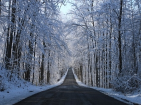 雨雪天气路况复杂 行车安全需注意哪些?
