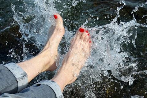 冬季泡脚散寒暖身 两误区或反伤气血
