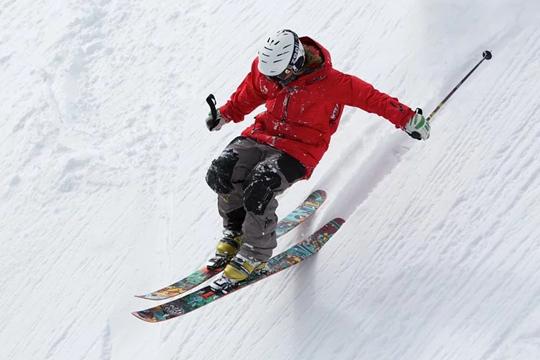 滑雪要小心 头盔对脑创伤防护有限?