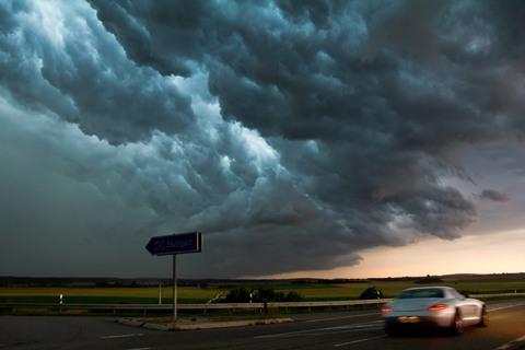 雷雨天安全行车 这些知识要了解