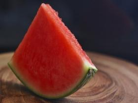 夏天来了!吃瓜季开启 如何挑选好吃的西瓜?