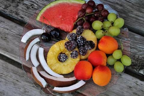 夏日应季水果扎堆上市 怎么吃才健康?