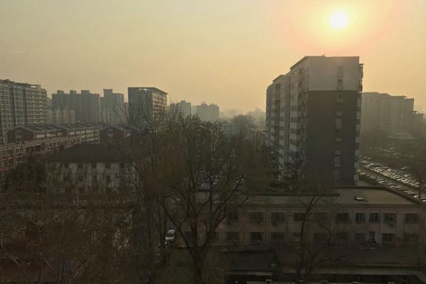 北京今天最高温达25℃ 明后天风雨将?#26238;?#31215;降温11℃