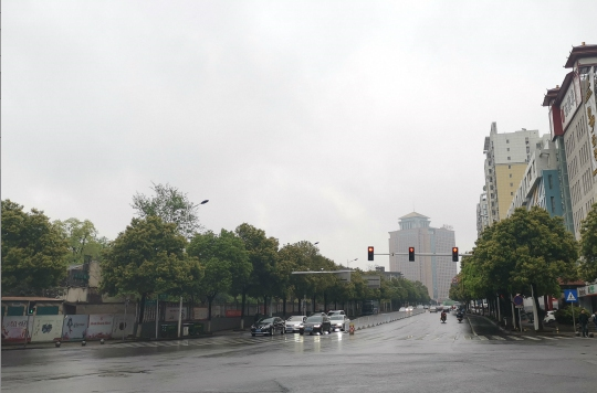清明假期南雨北晴 气温波动幅度大