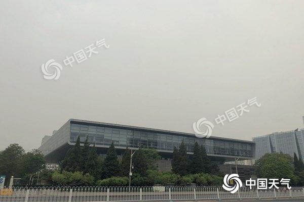 北京今有小雨伴4级北风 最高温仅19℃需添衣