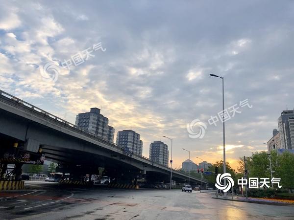 今晨北京出现降雨 今起三天气温仍偏低