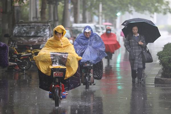 中东部较强降雨持续 川渝贵等地局地大暴雨