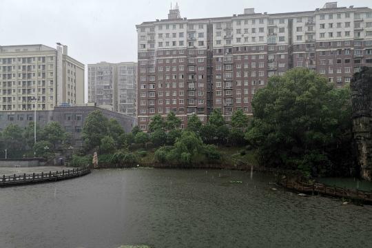 周末南方新一轮强降雨来袭 北方降雨降温齐登场
