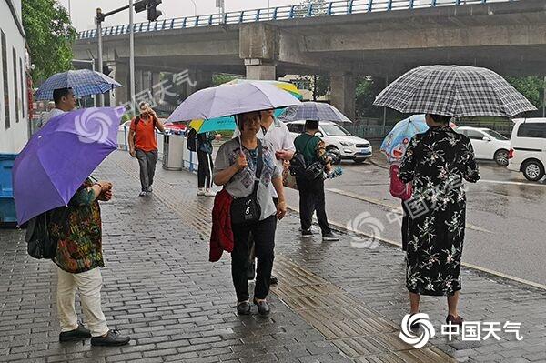 强降雨袭渝致一工地11人被困 今日局地仍有暴雨