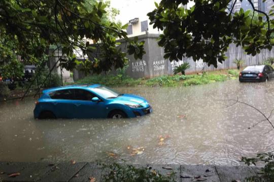 强降雨致湖南怀化积水严重 今日局地仍有暴雨