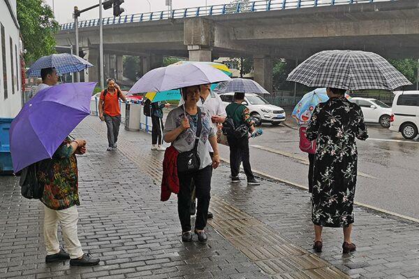 强降雨袭渝致一工地11人被困 今日局地暴雨持续