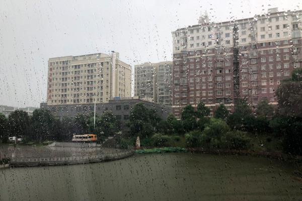 南方暴雨区域叠加致灾性强 9省区局地有暴雨或大暴雨