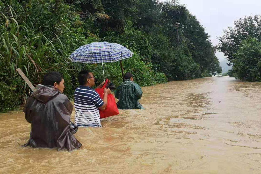 """广东福建加入强降雨""""战队"""" 全国8省区有大到暴雨"""