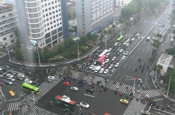"""广西北部强降雨又上线局部暴雨 周末""""泡汤"""""""