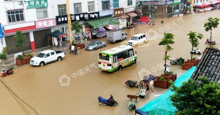"""長江中下游多地""""熱到融化"""" 臺風影響結束東北降雨仍頻繁"""