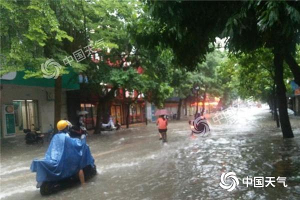 雨水活跃!广东雷州半岛今日有大到暴雨 局地大暴雨