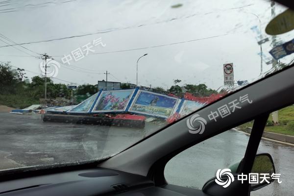 """台风""""白鹿""""上岸后横行广东 风雨影响超越登陆地点"""