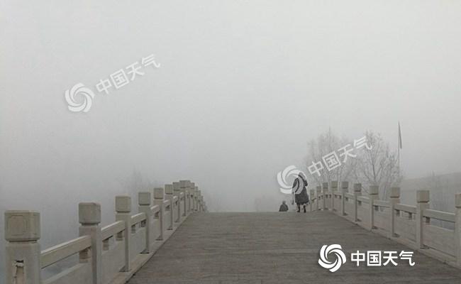 """华北黄淮雾和霾再发展 明日冷空气抵达东北迎""""双降"""""""