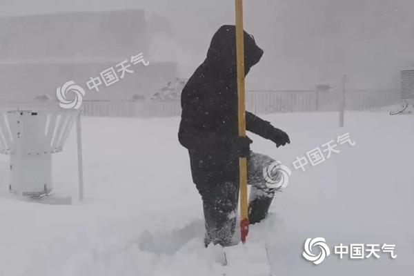 西藏聂拉木遭遇少有特大暴雪 降雪将持续明天