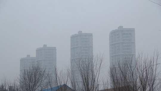 山东大雾黄色预警生效中 明起冷空气抵达能见度转好