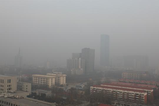 河北平原今日雾和霾持续发展  高速公路大面积关闭