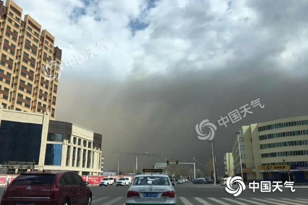 天空瞬间变黑!内蒙古吉林局地遭沙尘暴 大风要刮到明天白天