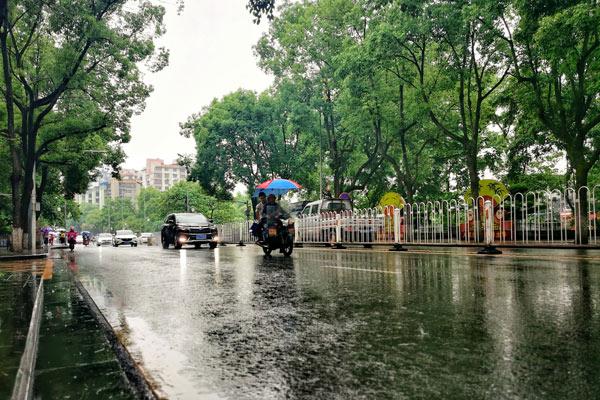 江南华南雨势猛烈 东北华北雷雨登场