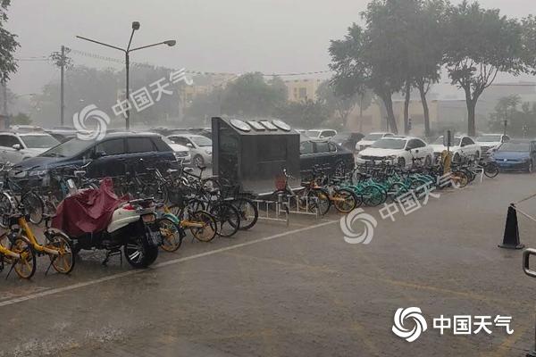 北京雷雨影响晚高峰