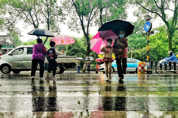湖南今天永州等地有大到暴雨 明后天炎热回归最高温达34℃