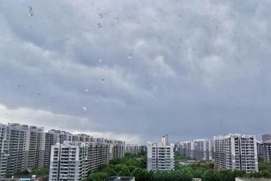 今天下午北京再迎雷阵雨 雨量分布极不均匀局地大于15毫米