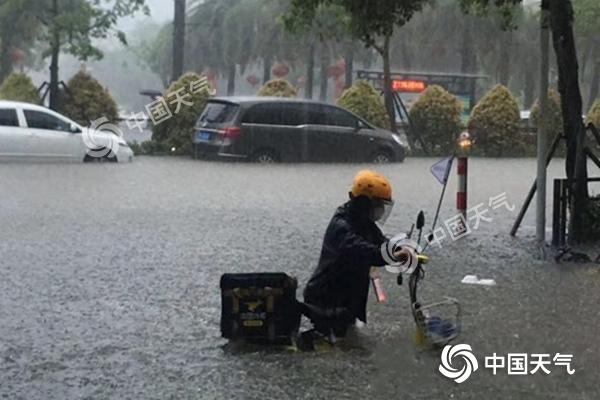 暴雨预警持续!南方强降雨贯穿本周 气象专家提示做好防范准备