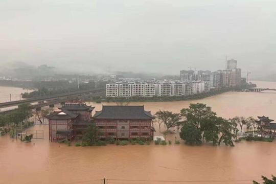 """南方大部連遭強降水襲擊 華北東北高溫再""""加碼"""""""