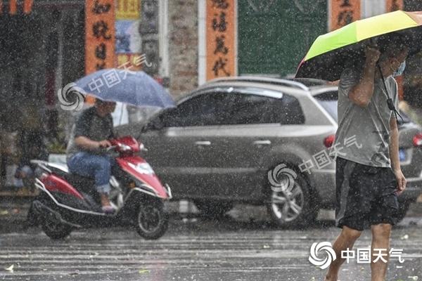 江淮等地新一轮强降雨来袭 京津冀将现持续高温天