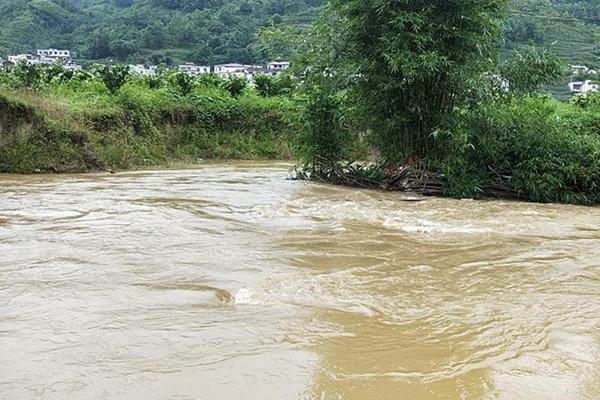 暴雨侵袭苏皖鄂湘4省 华南等地高温持续