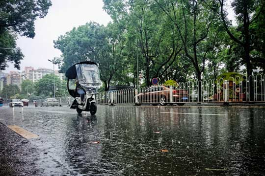 """强降雨转战西南 华南闷热""""耐力十足"""""""