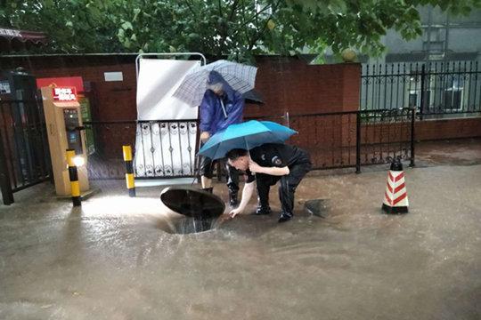 """长江中下游雨势加强 华南一带继续""""蒸桑拿"""""""